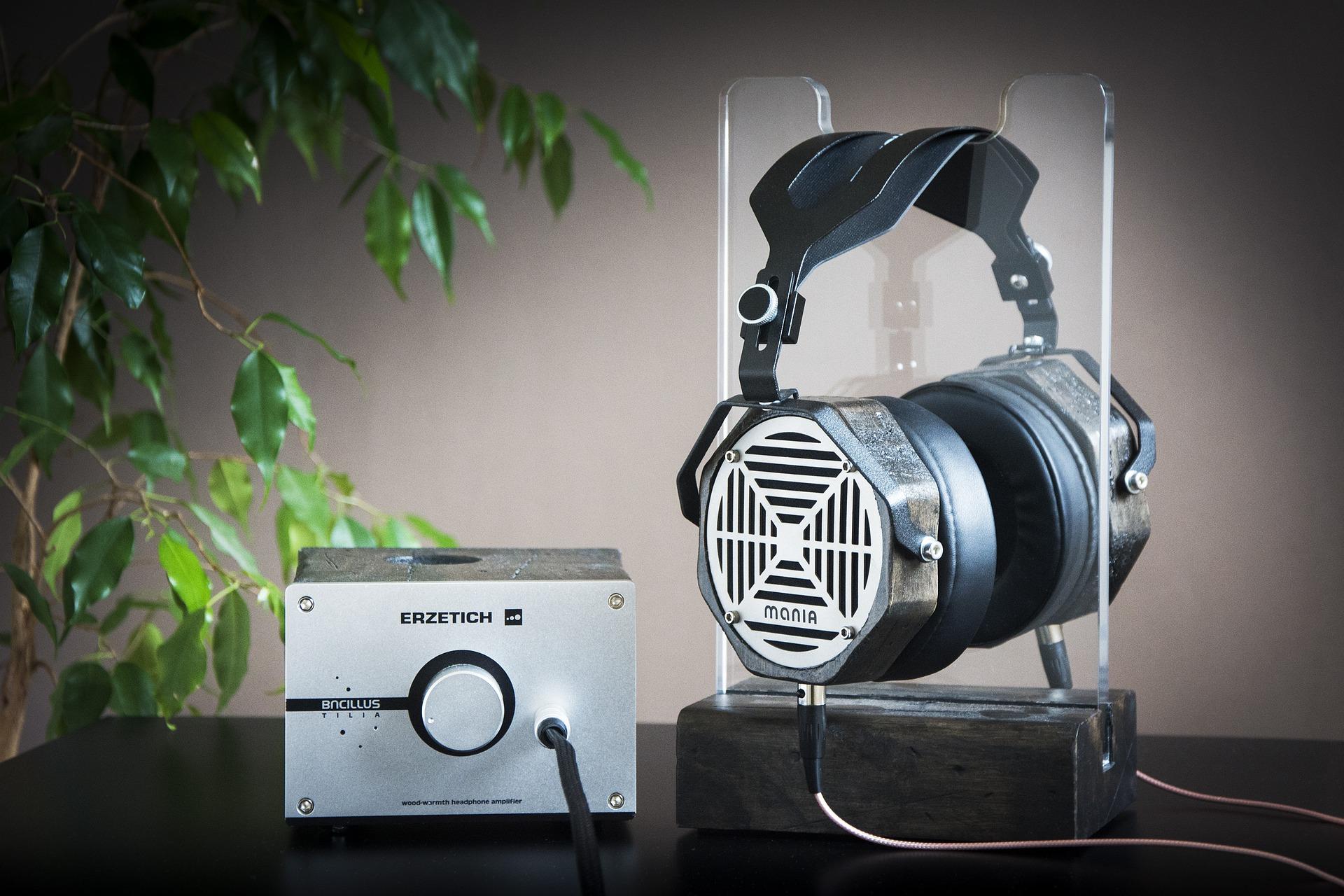 Headphones_with_amp